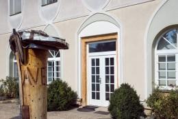 AVEFLOR pohled na starou budovu - boční vchod